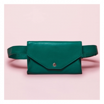Une nouveauté chez Antoine et Lili ! Cette petite pochette ceinture Léna , si pratique, et disponible en plusieurs de coloris🌈 • • •  A new bag at Antoine et Lili! This small Lena clutch is so pretty and available in several colours.🌈