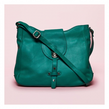 Notre grand classique, la besace Artémis , a revêtu ses couleurs d'été ! 🌈 • • • Our great classic, the Artemis shoulder bag,  with its summer colours!🌈
