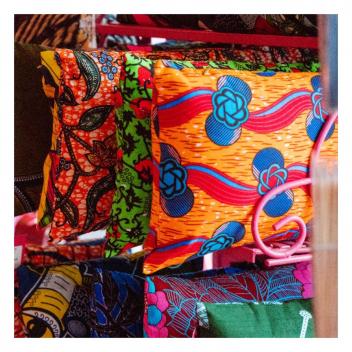 Une touche de couleurs dans votre intérieur!🌈 • • • A touch of colour in your home!🌈