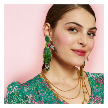 Nos boucles d'oreilles toucan pour une touche d'originalité! 🦜 • • • Let's be original with our toucan earrings! 🦜