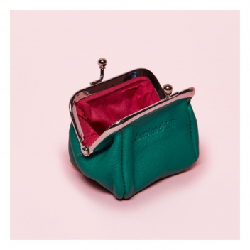 Notre bourse FUJI en vert émeraude! Irrésistible... 💥 • • • Our FUJI purse in emerald green! You can't resist...💥